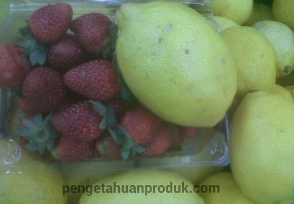 Infused Water Jeruk Lemon Dan Strawberi