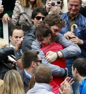 Abrazo de Pau Gasol a Rafa Nadal