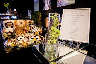 lounge, móvei modernos, arranjo floral, mesa de centro espelho, thiago calil, exposição