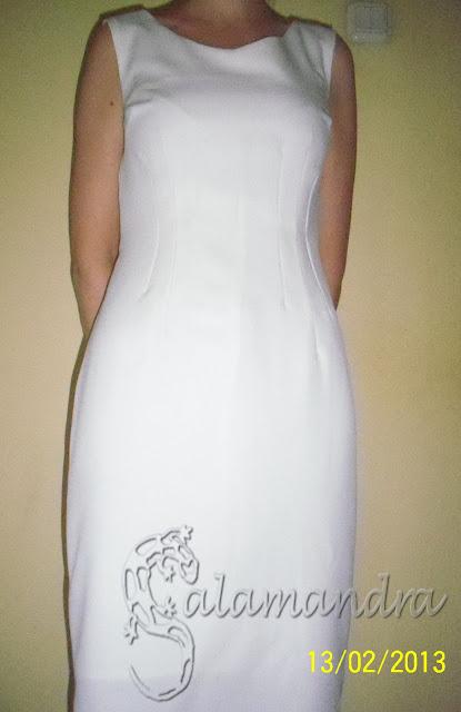 śmietankowa sukienka ołówkowa