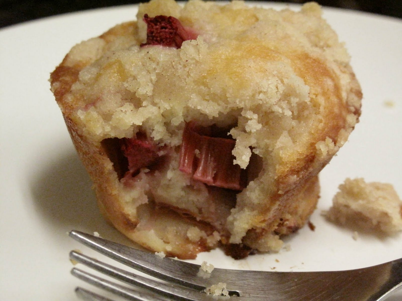 Oh Eat Dirt: Rhubarb Muffins