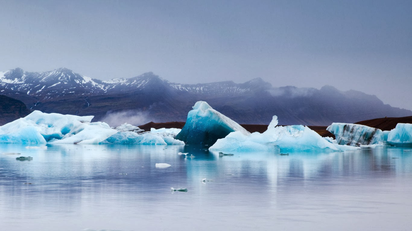 Ice in Jökulsarlon, a glacier lagoon in southeast Iceland (© Matteo Colombo/Getty Images) 345