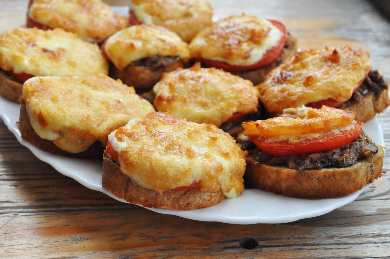 Рецепт бутербродов в духовке с колбасой