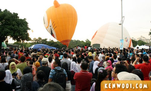 putrajaya hot air balloon crowd