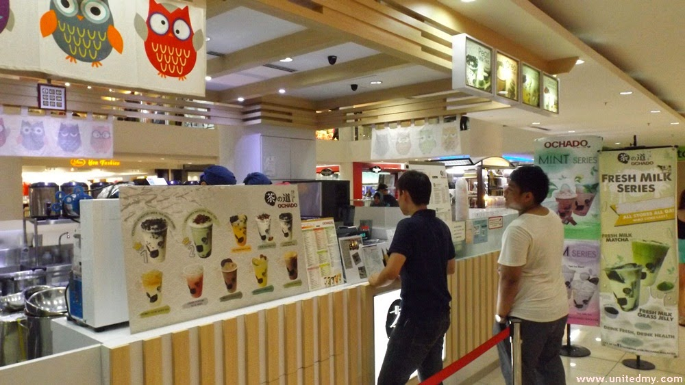 People lining up to buy Ochado milk tea at Suria Sabah