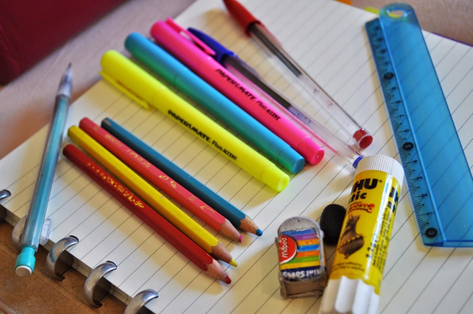 Bic, surligneurs, gomme, crayons, règle, colle, criterium, petite trousse rose de chez michel