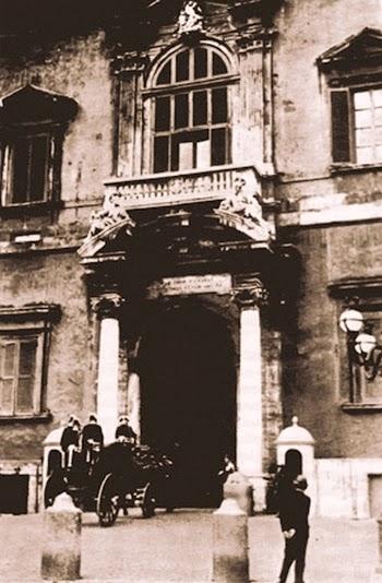 Dučić u fijakeru pred ulazom u dvorac Kvirinale gde je predao akreditive Musoliniju