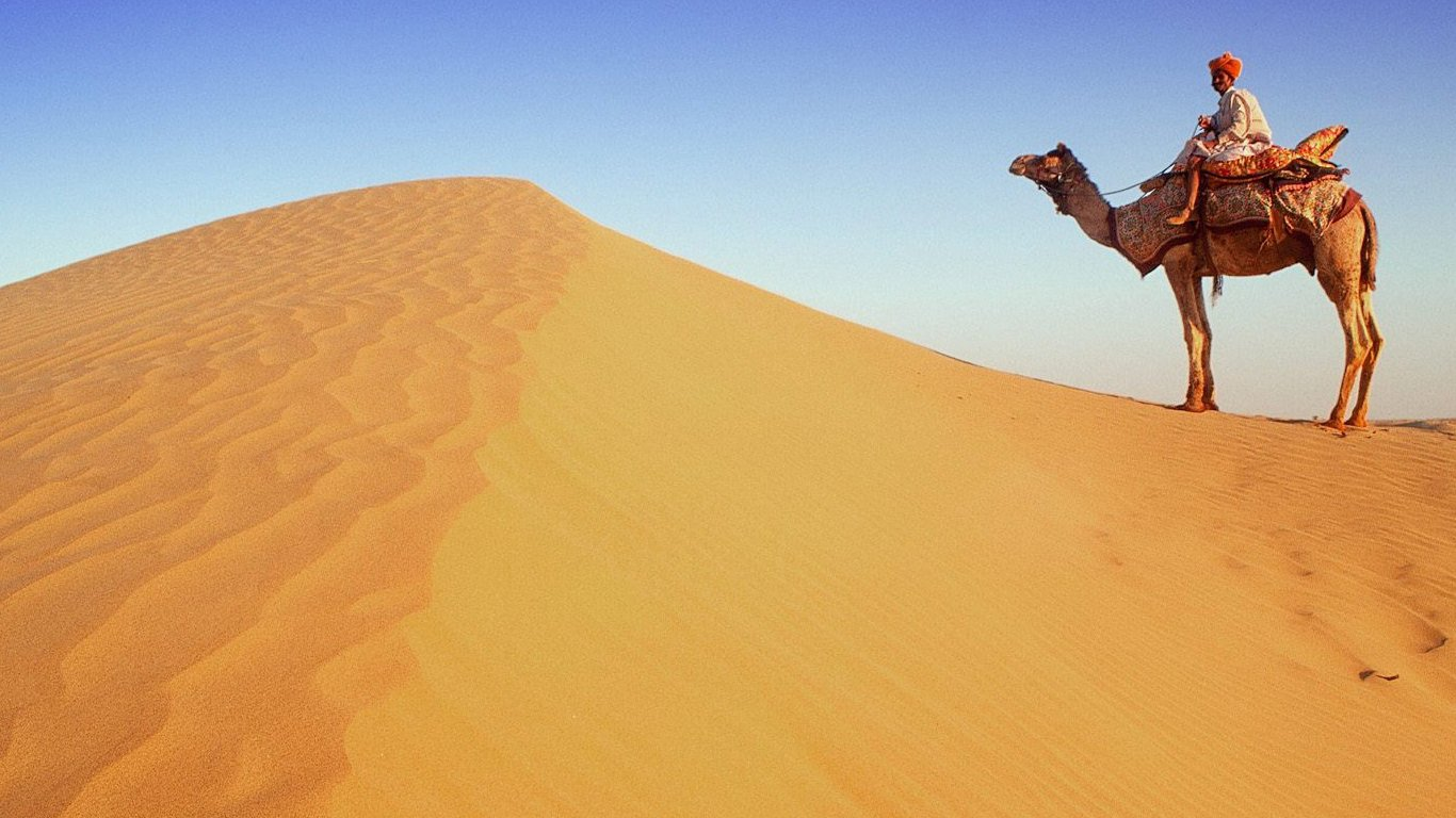 http://1.bp.blogspot.com/-WCQnF1_kYVA/UB6CMhy-C1I/AAAAAAAAKlw/ko3x3HU_smU/s1366/desert-hd-wallpaper-9.jpg