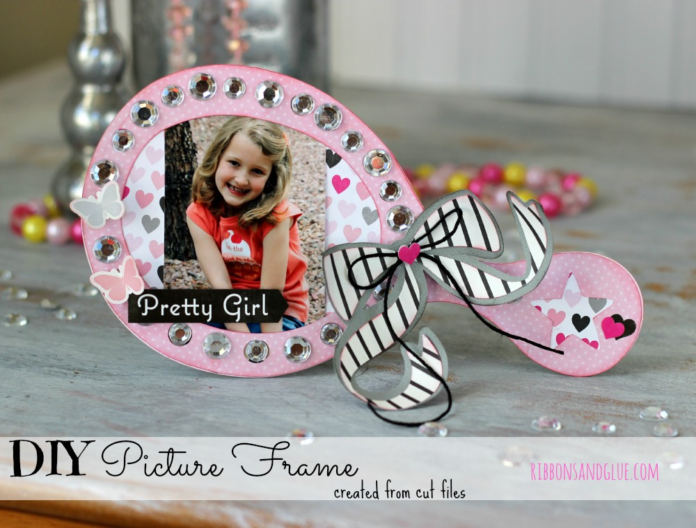 Princess Picture Frame made from Silhouette Shapes @echoparkpaper