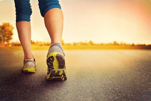 Les 8 meilleurs remèdes naturels pour soulager les pieds enflés