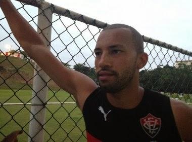 Zagueiro Kadu deixa o Vitória para se apresentar ao Joinville