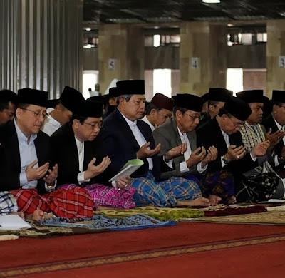 Presiden SBY dan Wakil Serta para Menteri Shalat Idul Adha di Masjid Istiqlal