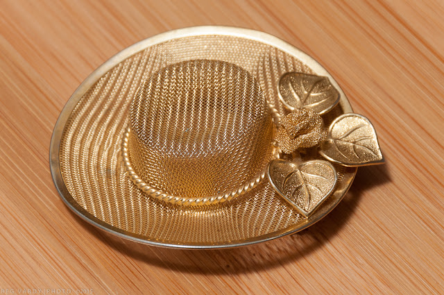 accessory hat brooch opshop