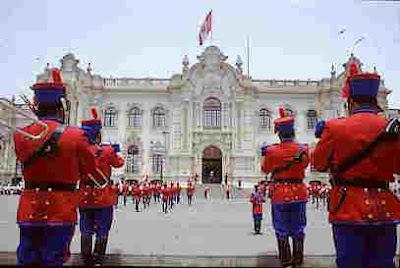 En la actualidad, en el patio en la parte delantera puede observarse diariamente el cambio de guardia de los Húsares de Junín. La ciudad de Lima. Peru