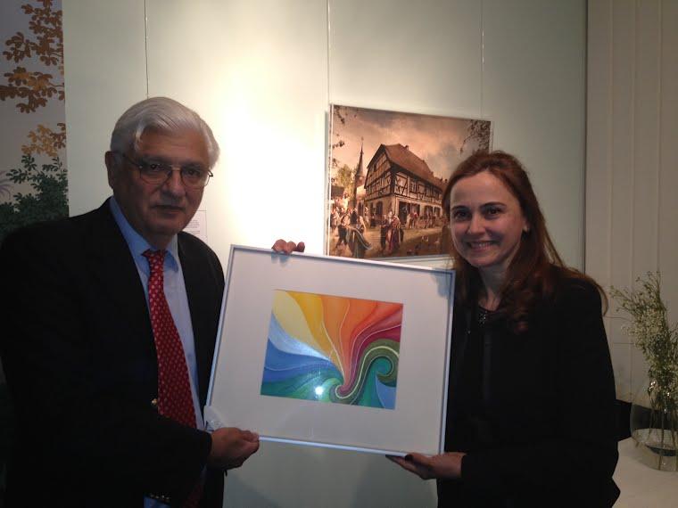 """Übergabe des Bildes """" Nascer do Sol """" an den Kunstfreund und Sammler, Botschafter Renato Guimarães."""