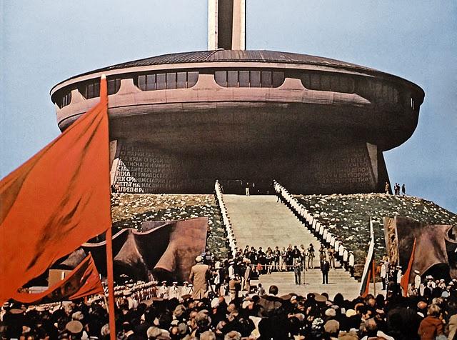 Construcciones socialistas de aspecto futurista El+Monumento+de+Buzludzha+-+Reliquia+abandonada+del+pasado+comunista+de+Bulgaria+11