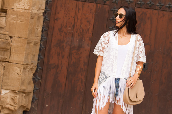 Blogger española de moda + como combinar+ Kimono con flecos blanco de encaje