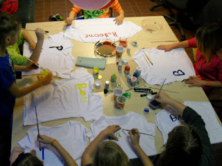 http://1.bp.blogspot.com/-WECPzm8bvIo/UrlYDOBu8EI/AAAAAAAAAZQ/rzZlRSHP4fw/s1600/IMPREINT+Save+me.+workshop+Germany+%282%29.JPG