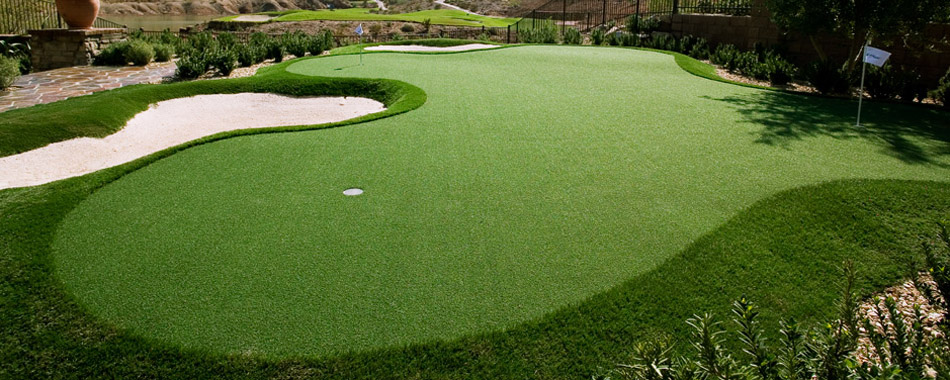Artificial Grass Backyard Putting Greens :  300 sq m synthetic golf putting green and lawn area on a property on