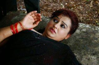 Tamil Actress Sona Heiden Latest Pictures in Half Saree from Sivappu Manidhargal  7.jpg