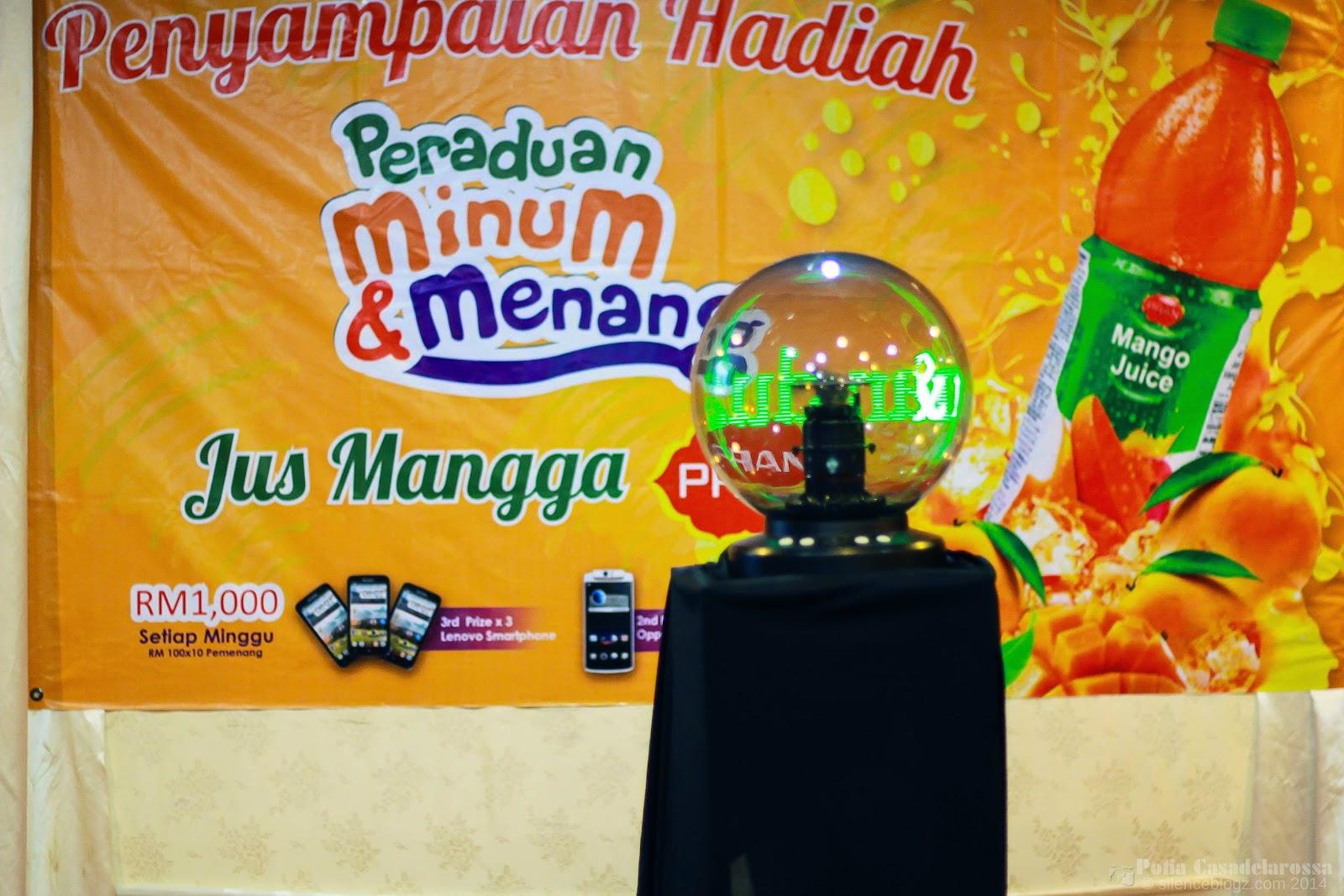 Penyampaian hadiah Pemenang Jus Mangga PRAN Antara produk di bawah jenama PRAN
