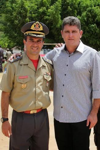 Prefeito Arlei e Cte. do 16º GBM, ten-cel Flavio Castro, comemoram a instalação da unidade no 3º Distrito