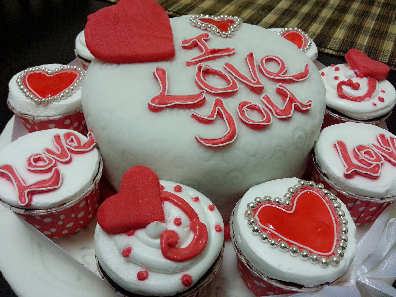Images Of I Love U Cake : Vanilla Pastry: I Love You Cake and Cupcakes