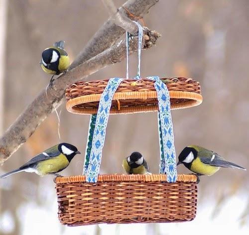 Как сделать кормушку для птиц своими руками по фото