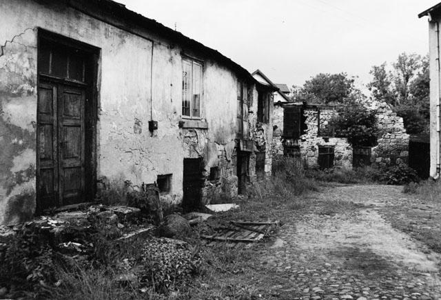 Końskie ul. Starowarszawska 5 (dawniej ulica Nowy Świat). Budynek byłej szkoły wyznaniowej Talmud-Tora - widok podwórza. Fot KW
