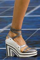 Обувки на платформа с нисък ток на Chanel