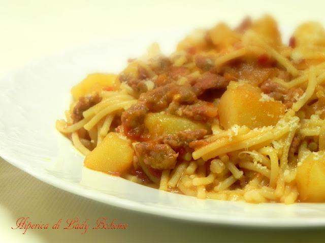 hiperica_lady_boheme_blog_cucina_ricette_gustose_facili_veloci_spaghetti_spezzati_con_patate_e_salsiccia_2