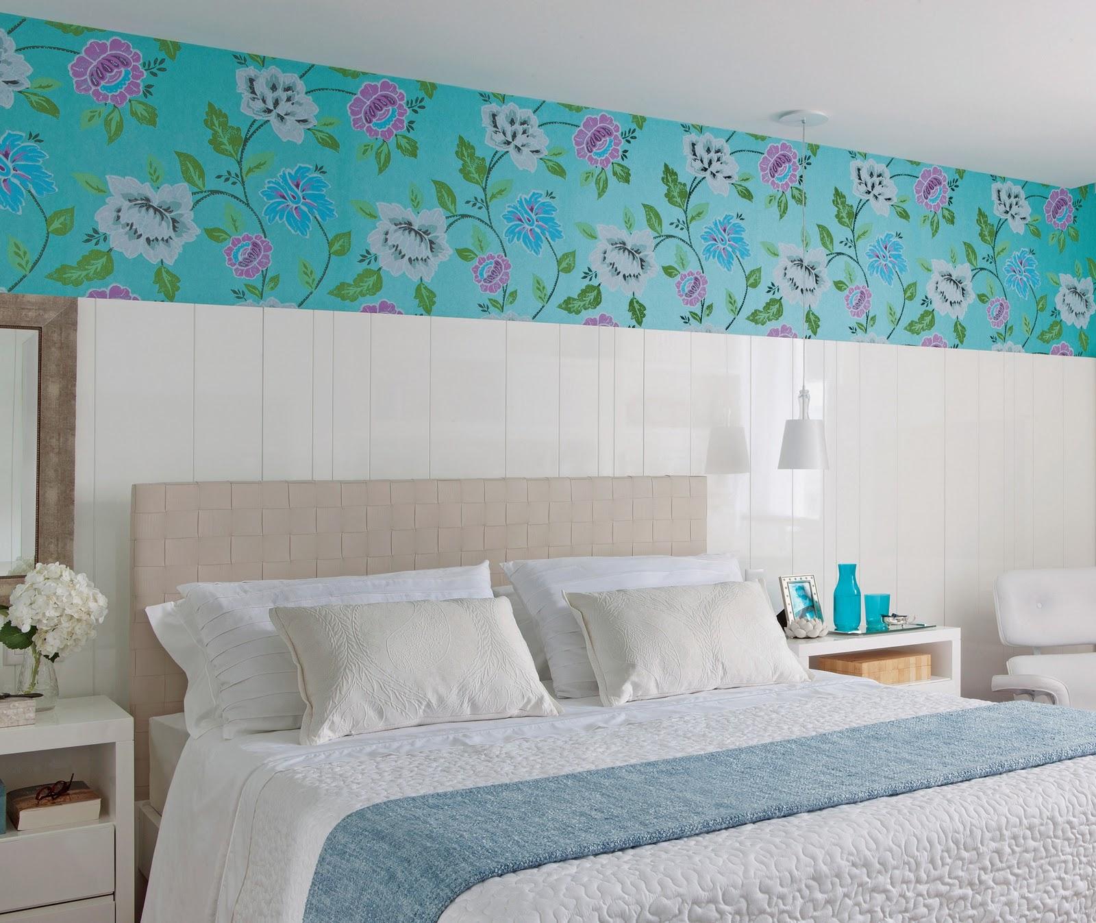 Quarto Simples Com Papel De Parede ~ na parede de cabeceira deste quarto de 20 m2 chama