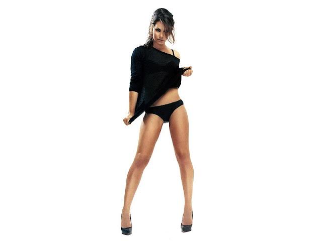 Evangeline Lilly sexy in underwear