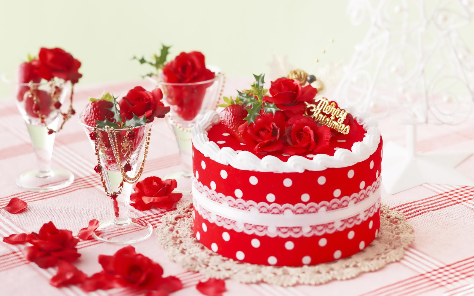 http://1.bp.blogspot.com/-WEwDOUh5Peg/UOSURMxCUCI/AAAAAAAALTg/-NU_dOcjF9k/s1600/Decorated-Christmas-Cake.jpg