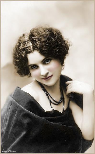 mujer vintage en foto antigua