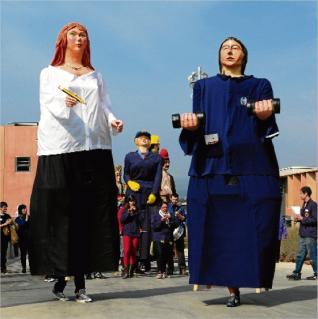 03/03/2012 - ELS GEGANTS DE LA LLACUNA APADRINEN ELS GEGANTS DEL CENTRE PENITENCIARI DE LLEDONERS