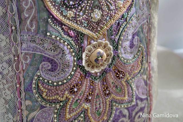 Сумочка на завязках. Вышивка бисером, лентами, декоративными швами.
