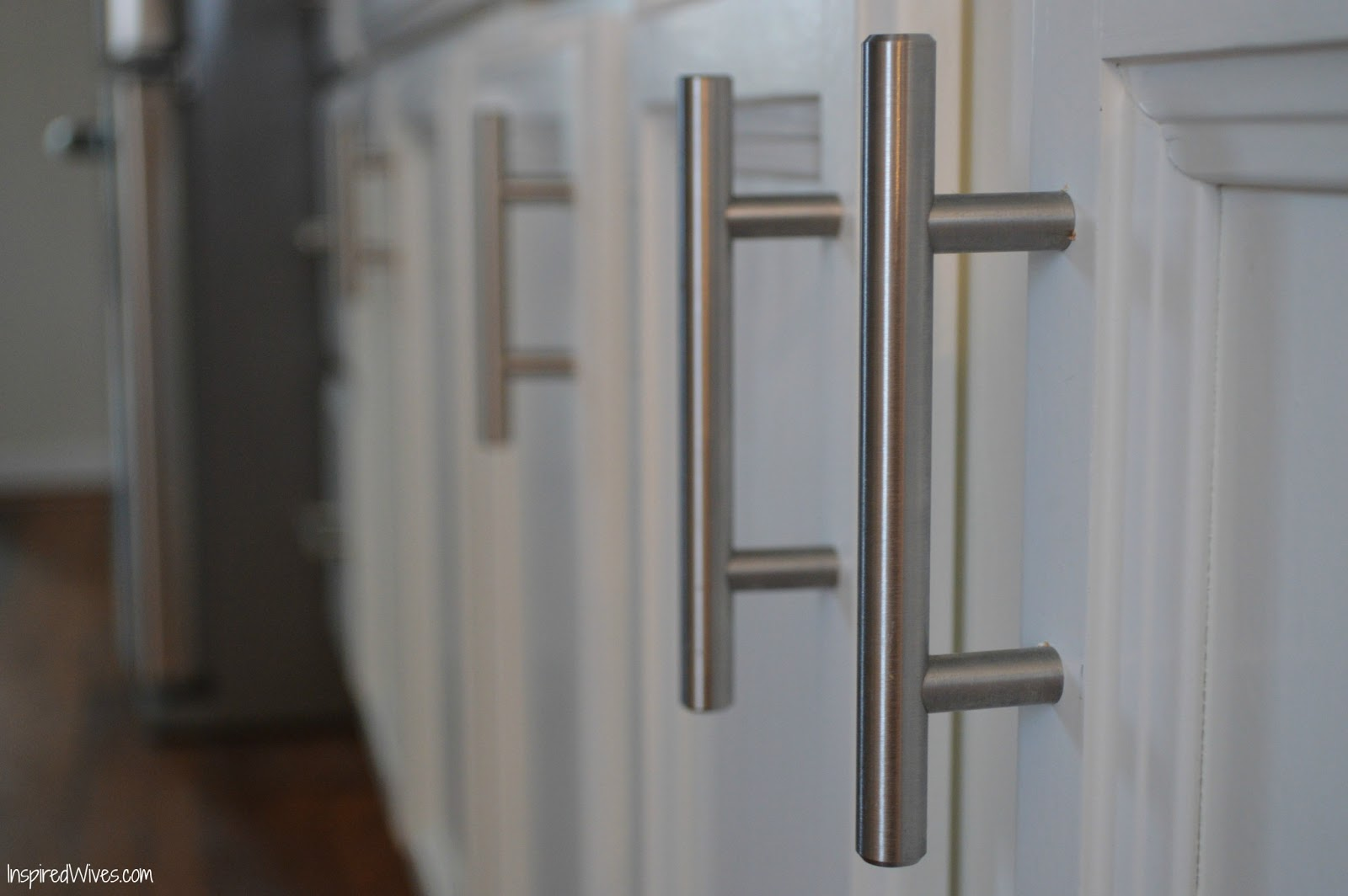 Inspired Wives: Adding Hardware to Kitchen Cabinets