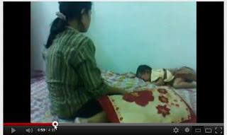 Foto Gambar Vidio Perempuan Melayu Malaysia Pukuli Bayi 1 Tahun di YouTube