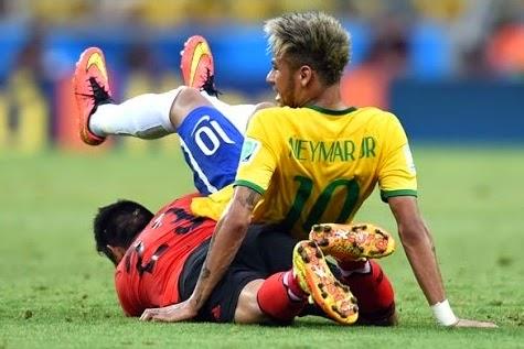 smešne slike: Neymar leži na protivnika