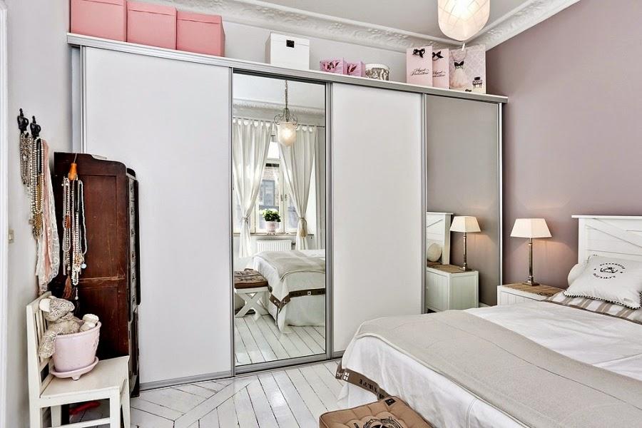 białe wnętrze, styl skandynawski, wiklinowy koszyk, ratanowy koszyk, sypialnia