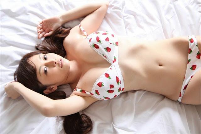 Anri Sugihara – Mag & Lingerie Photoshoot
