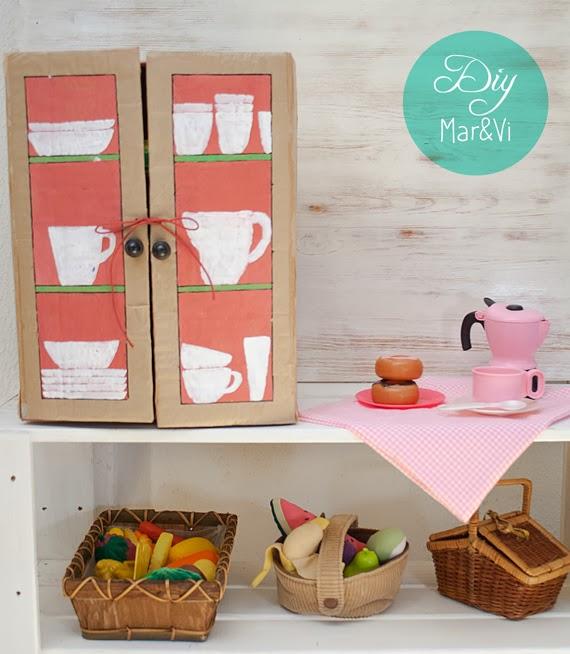 Armario de cartón para cocinita de juguete