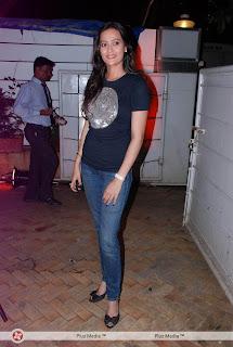 Anushka Ranjan Sexy Cleavages hot babe sexy new fresh maal model