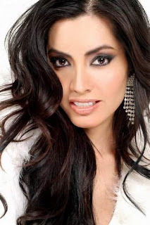 Karina Mora (Mexicana)