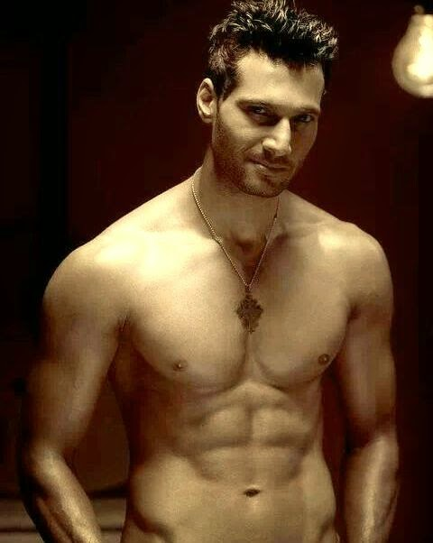 aham sharma body six pack