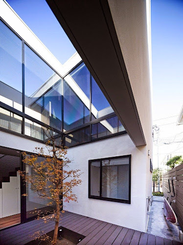Wave House by APOLLO Architects & Associates