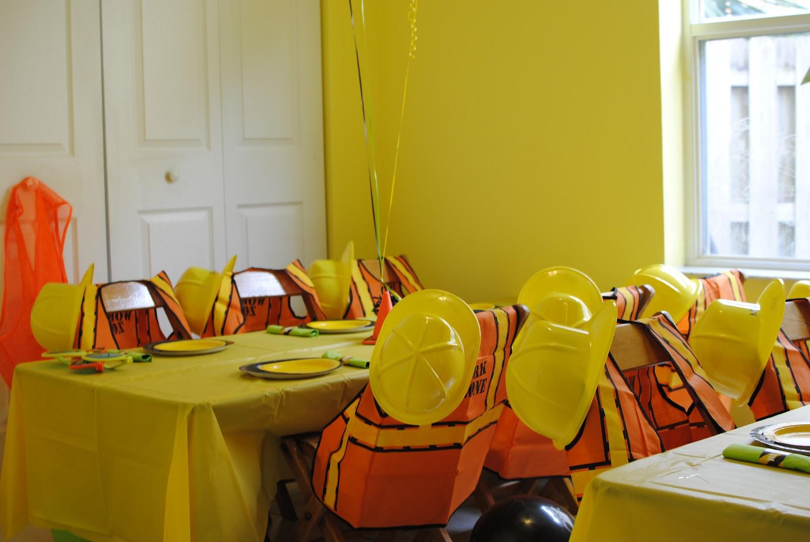 decoracao festa na roca : decoracao festa na roca:Cada criança ganhou um colete e um capacete (achei muitooo original