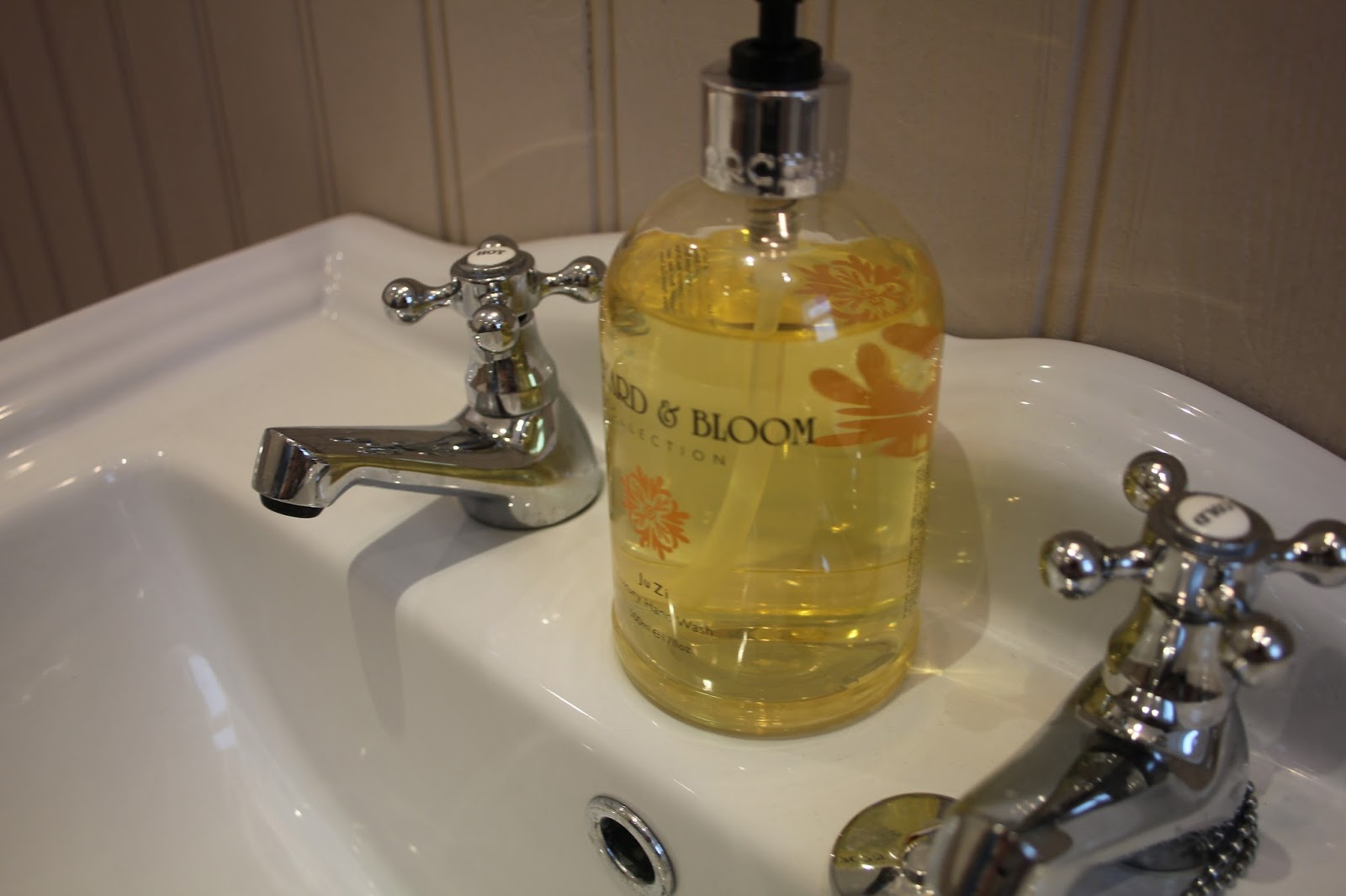 Home bargains bathroom cabinets - A Bath Caddy Is Something That Every Bath Should Have Especially A Rolltop I Was Amazed When I Found This Beautiful Wooden One For 6 99 From Home