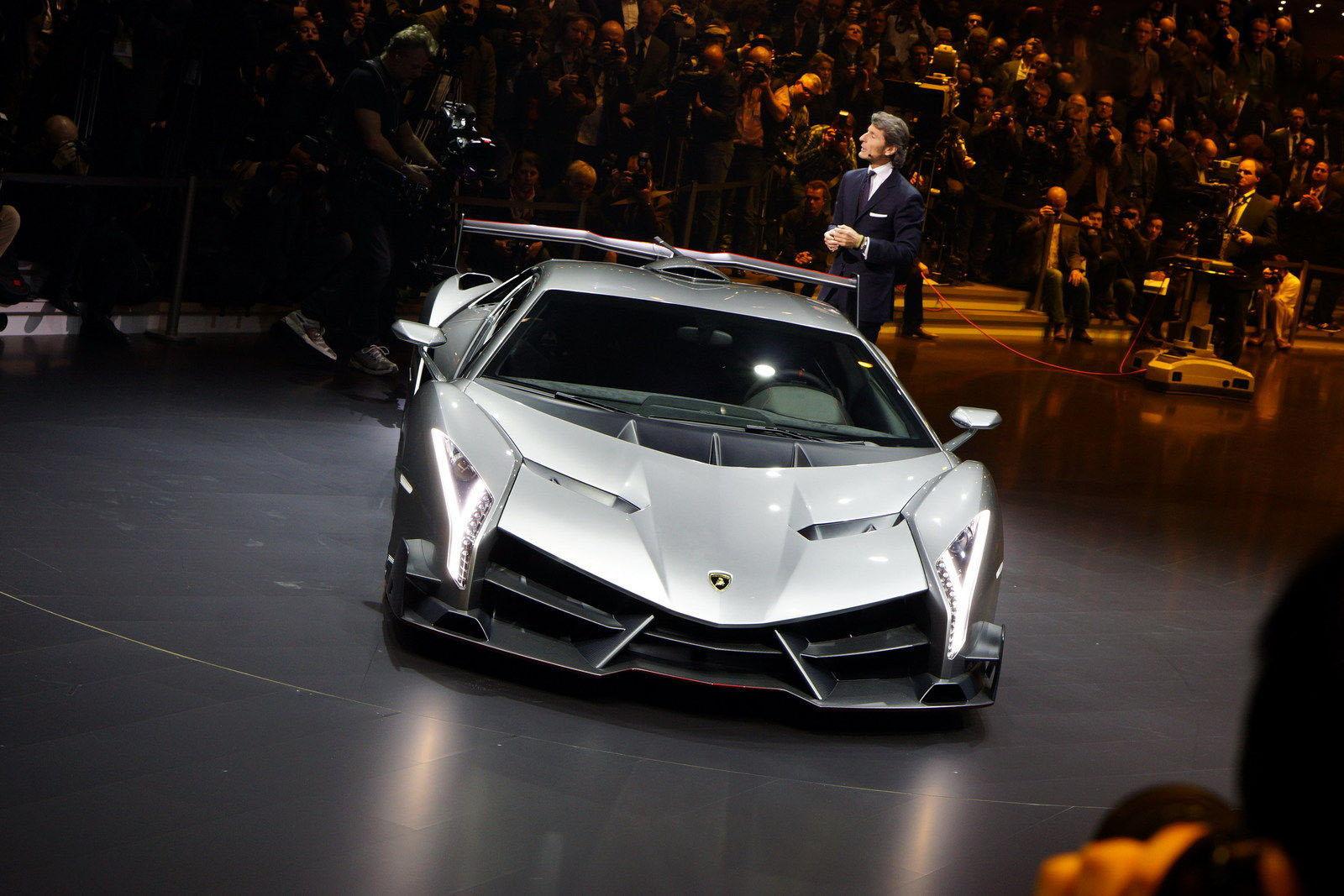 a car Lamborghini Veneno 2013